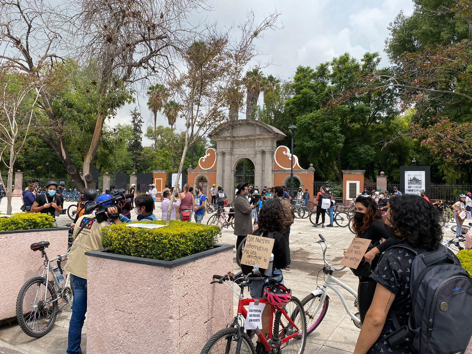 Organizaciones se reúnen en la Alameda en protesta por la muerte de ciclistas