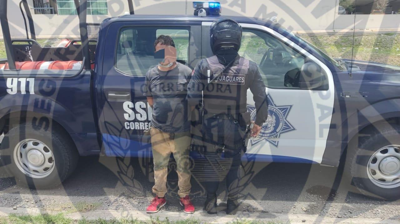 Detienen a sujetos con 27 dosis de droga en Corregidora