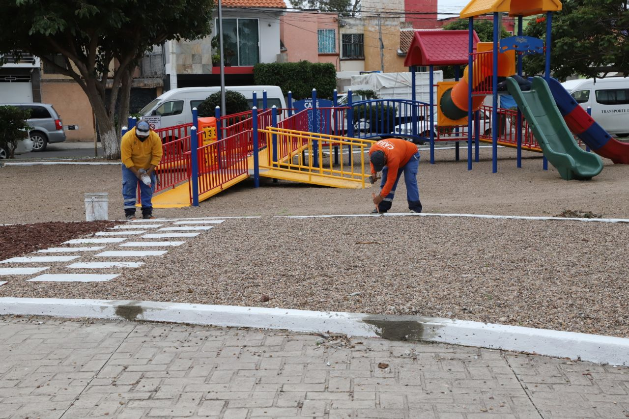 Autoridades municipales supervisan rehabilitación del parque en Bosques del Sol