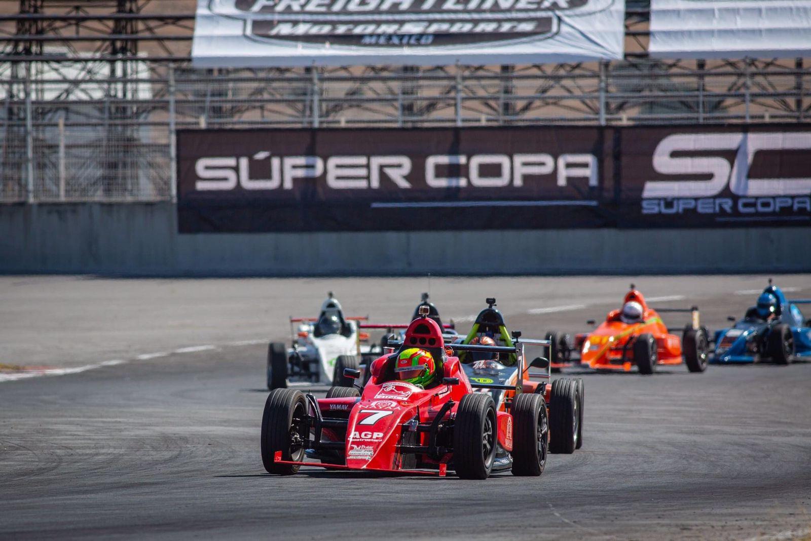 Adrenalina pura en el Autódromo de Querétaro con la Súper Copa
