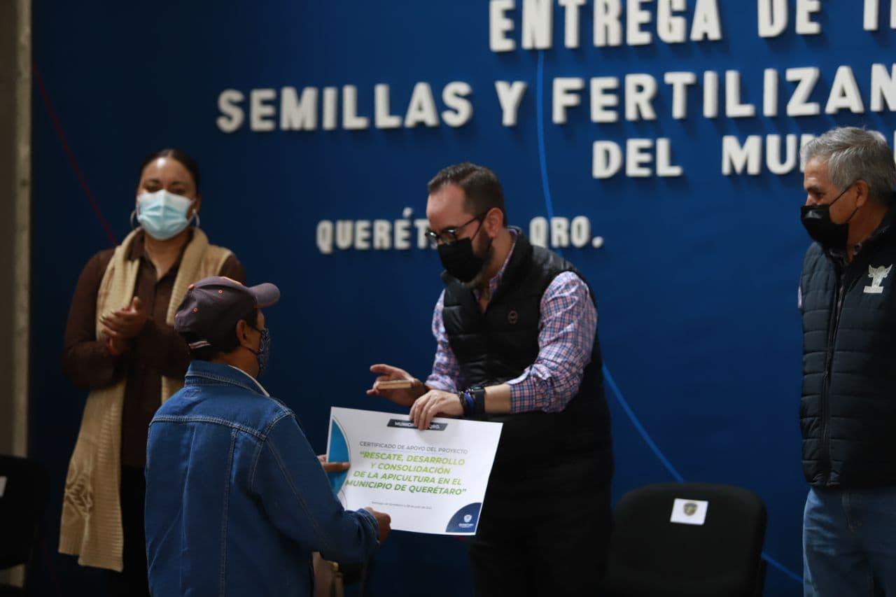 Menos costos de producción y mayor ingreso para familias del campo queretano