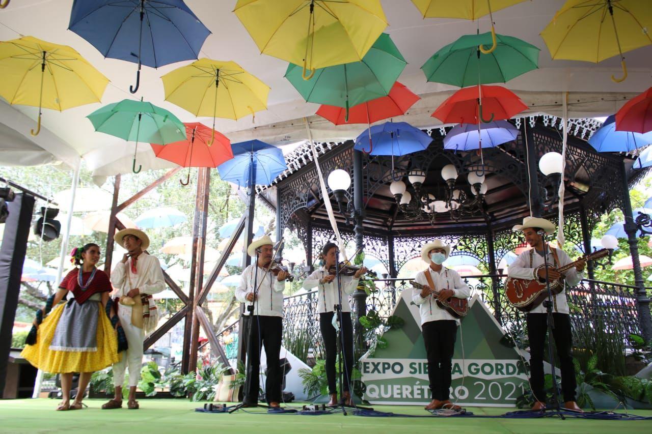 Inicia la Expo Sierra Gorda en Jalpan de Serra.
