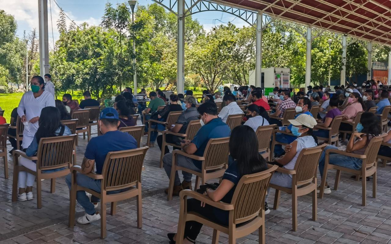 Anuncian vacunación para el grupo de 30's de Corregidora