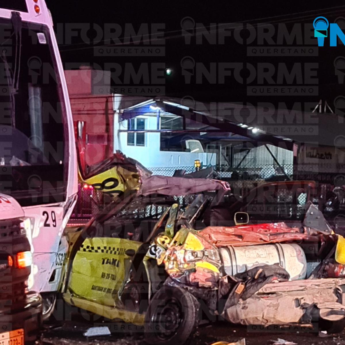 Choque entre camión y taxi dejó a una mujer y una menor graves y 11 pasajeros con lesiones menores