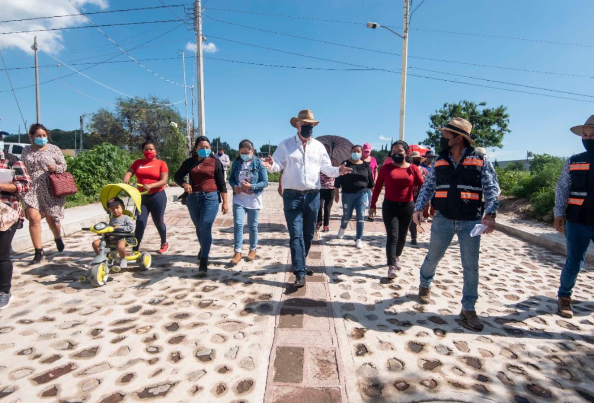 Entrega Enrique Vega obra pública en las comunidades de Coyotillos, La Loma y Jesús María