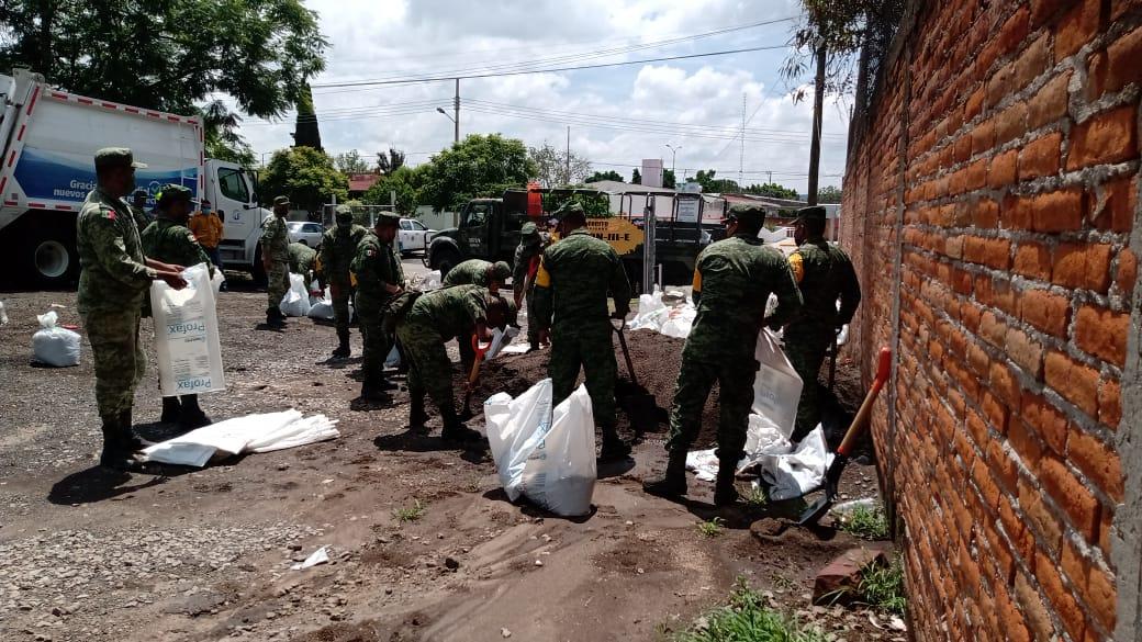 Derivado de la precipitación pluvial, el Ejército Mexicano aplica el PLAN DN-III-E en los Municipios de San Juan del Río, Pedro Escobedo y Huimilpan.