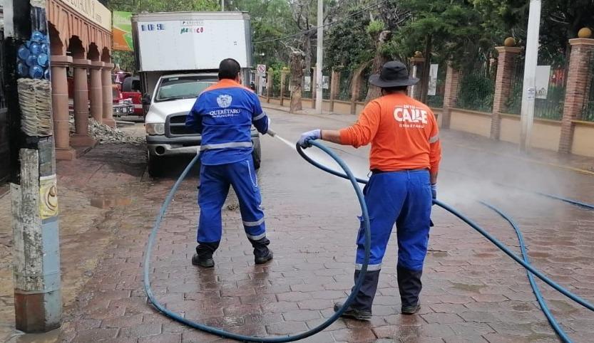Municipio de Querétaro apoya con personal y equipo de limpieza al municipio de Tequisquiapan