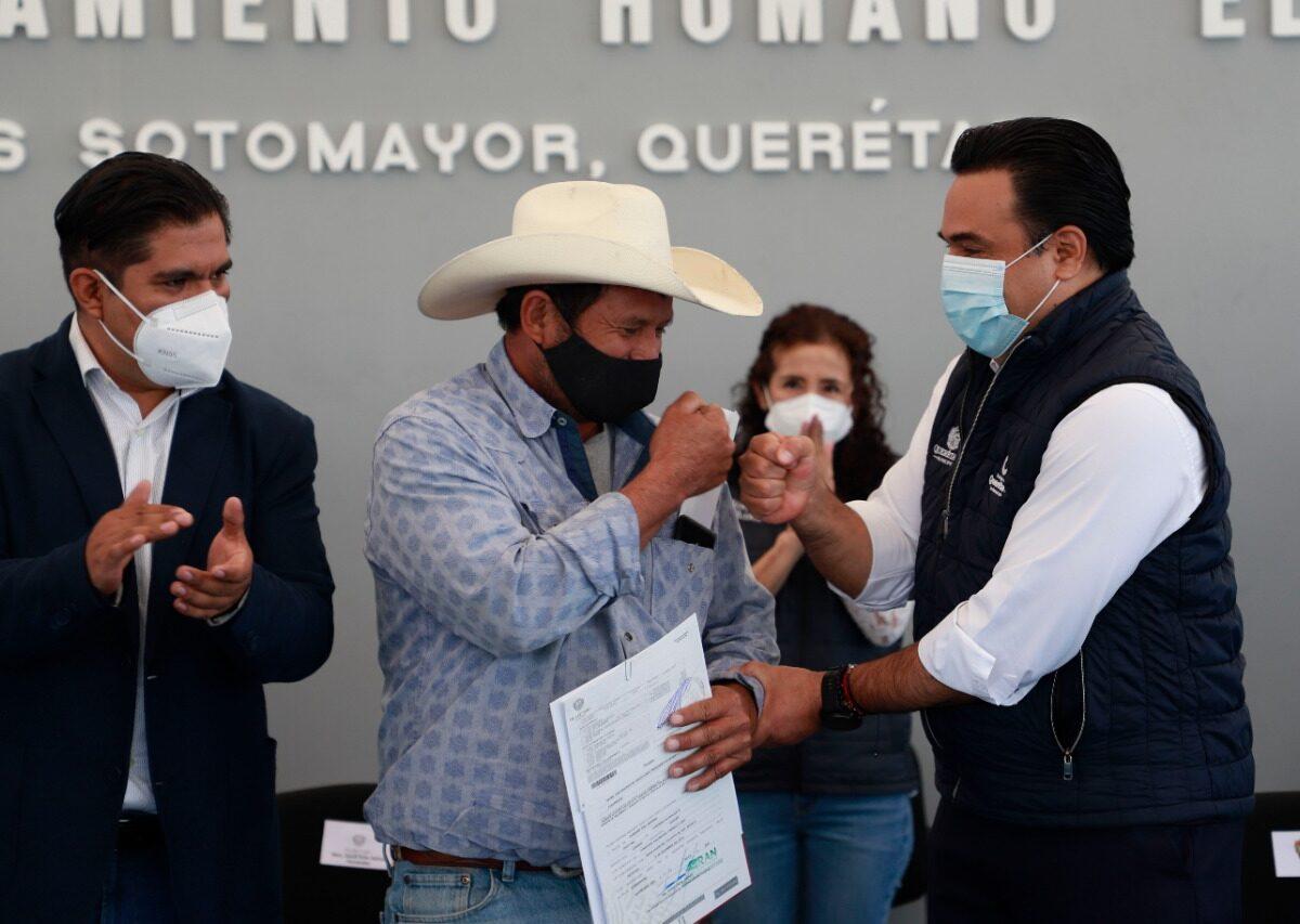 Entrega Municipio de Querétaro 100 títulos de propiedad a familias de El Romerillal