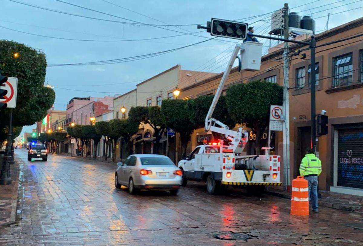 Municipio de Querétaro trabaja para restablecer el servicio en semáforos con fallas eléctricas