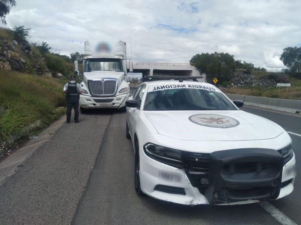 Guardia Nacional recupera trailer robado en Querétaro, con mercancía valuada en dos mdp