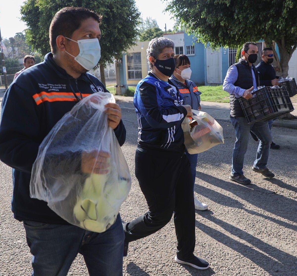 UAQ lleva despensas, artículos de limpieza y ayuda a afectados por lluvias en SJR