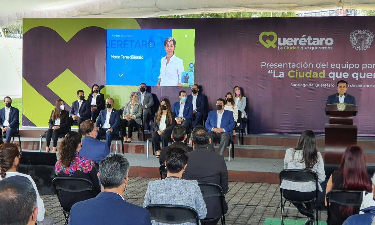 Presenta Luis Nava a su gabinete municipal